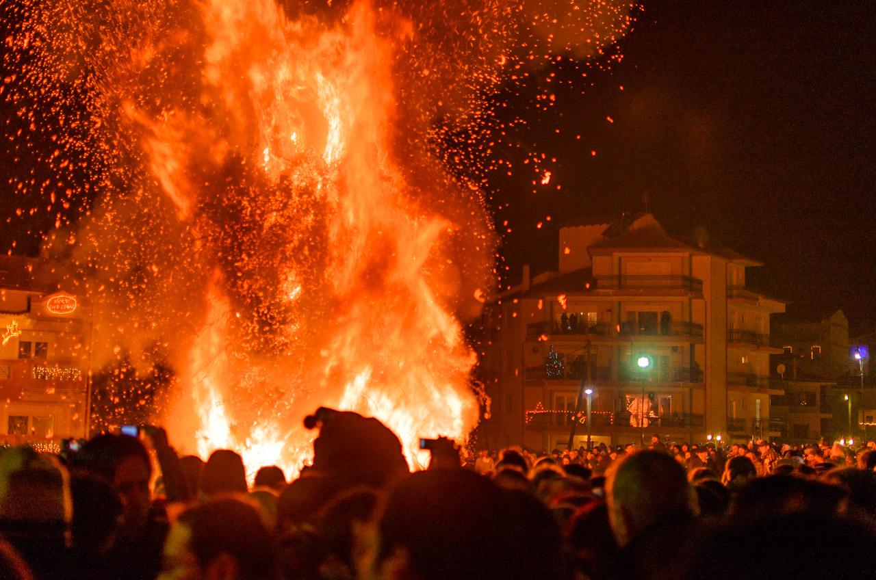 Η μεγάλη φωτιά της κεντρικής πλατείας Ηρώων