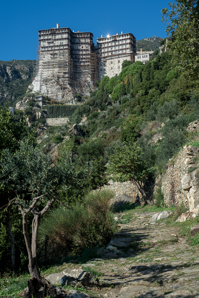 Simonopetra as seen from the path to Grigoriou Monastery.